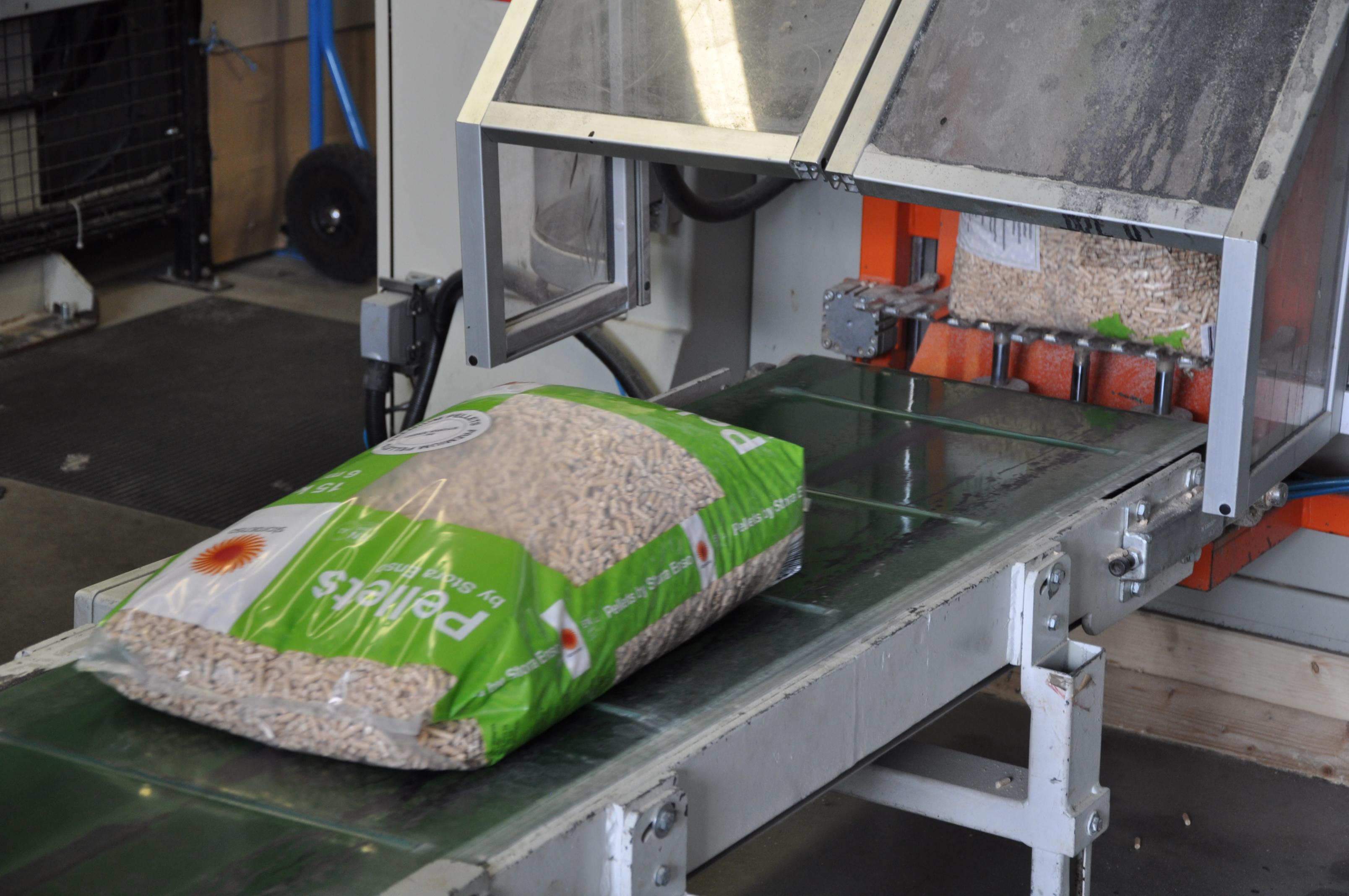 Balení pelet do sáčků po 15 kg