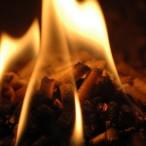 Pelety v plameni