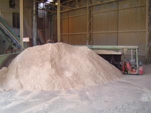 Kvalitní dřevěné pelety se vyrábějí pouze zeKvalitní dřevěné pelety se vyrábějí pouze ze suché odkorněné pilin suché odkorněné piliny